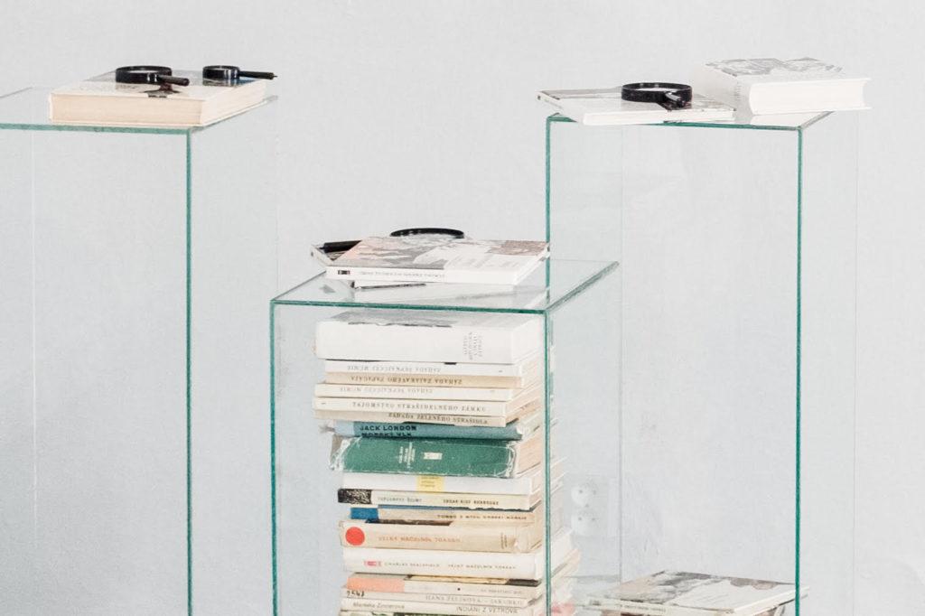 Výstava TOTO je ilustrácia a návrat do detstva vďaka knihám o Troch pátročoch