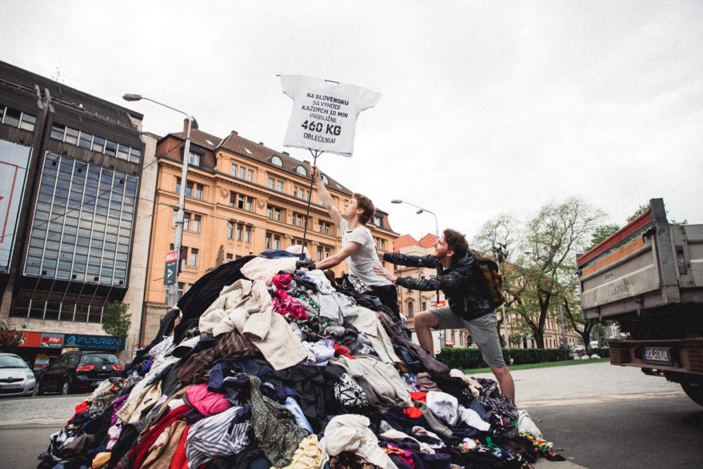 Na Slovensku sa vyhodí každých 10 minút približne 460 kg oblečenia