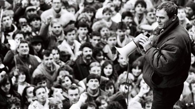 UTVORTE KORIDOR! Milan Kňažko sa stal jedným zo symbolov Nežnej revolúcie