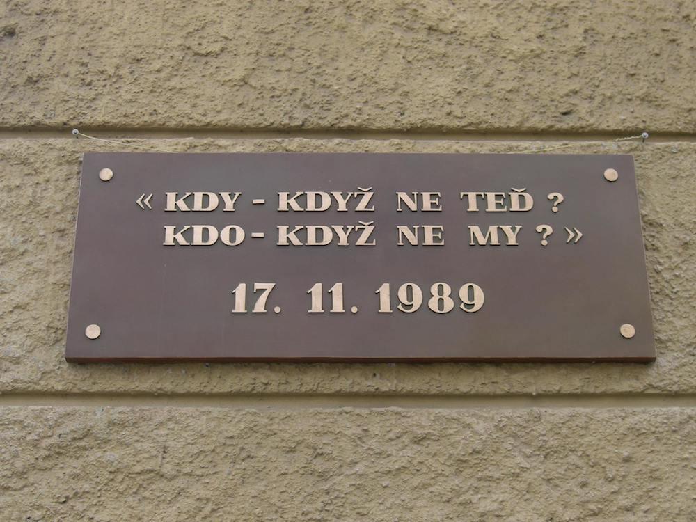 Nezabudnúť na November 1989