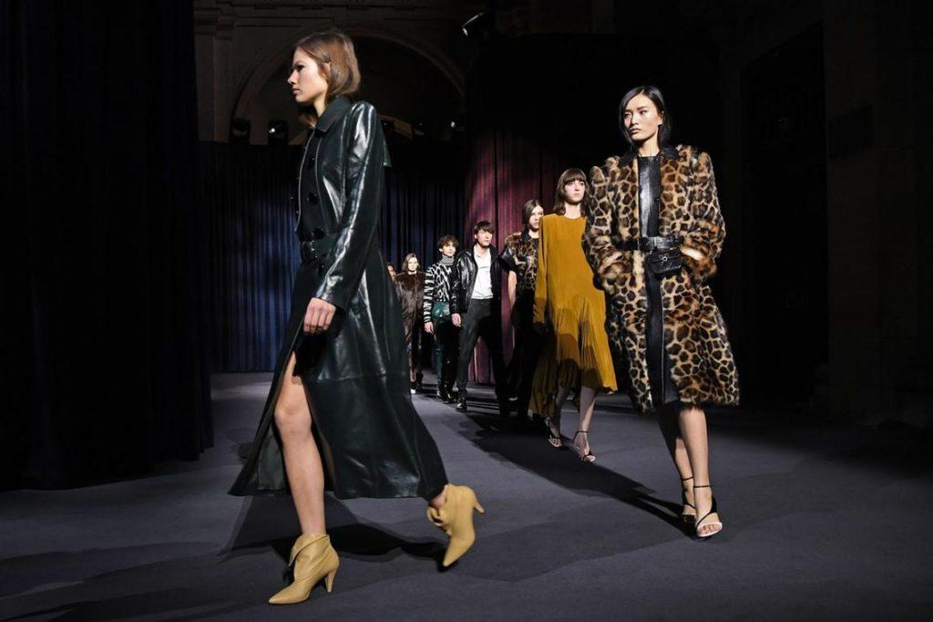 Modelky prezentujúce návrhy z dielne Givenchy